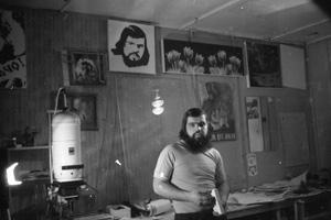 Виктор Войналович в своей лаборатории в Таксимо